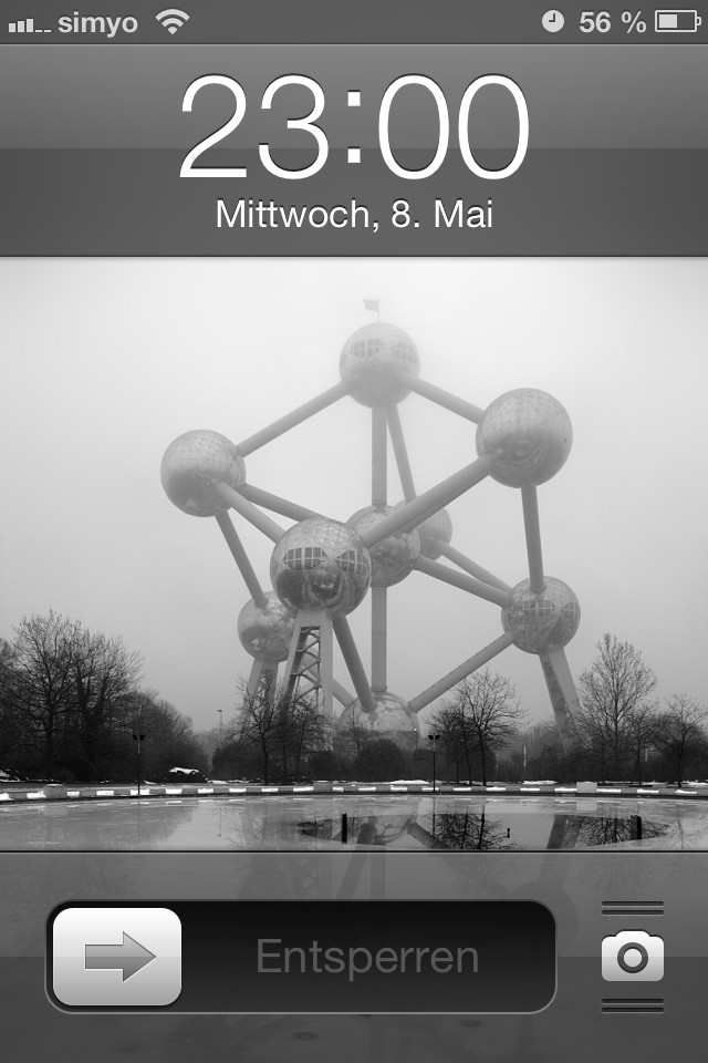 The Atomium as iPhone lock screen wallpaper